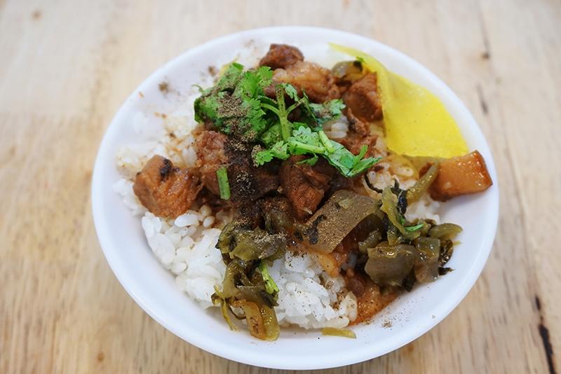 [花蓮]東北海魷魚羹-清爽型滷肉飯 好吃又不膩 雙拼粳一次享受2種口味 @跳躍的宅男
