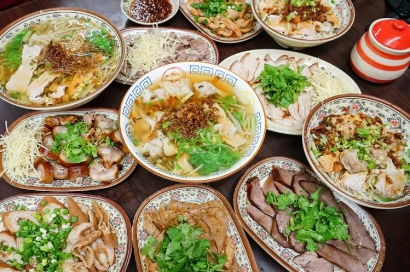 [花蓮吉安美食]慶豐麵店-這家麵店獨特煙燻小菜也太美味  必吃三角肉 豬尾巴 豬肝等小菜  太晚來就沒有啦!