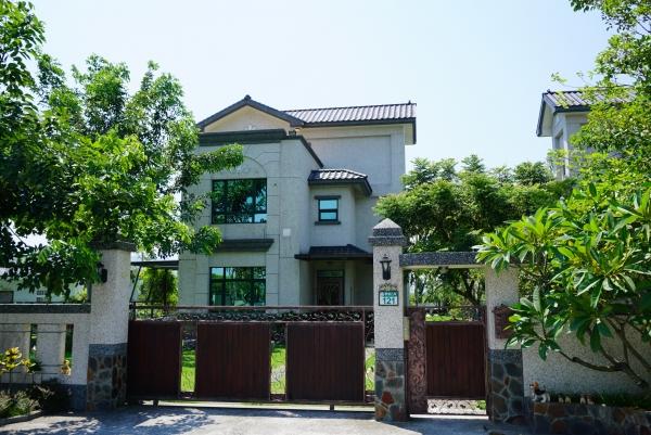 [花蓮吉安]古拉民宿-包棟大庭園附設KTV可一次住下14個人 @跳躍的宅男