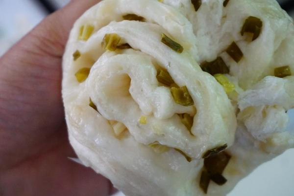 [花蓮]二訪緯八路廚房-新推出花捲和蜜紅豆包 超好吃啊 完全打到我的味蕾啊!!!(搬新家) @跳躍的宅男