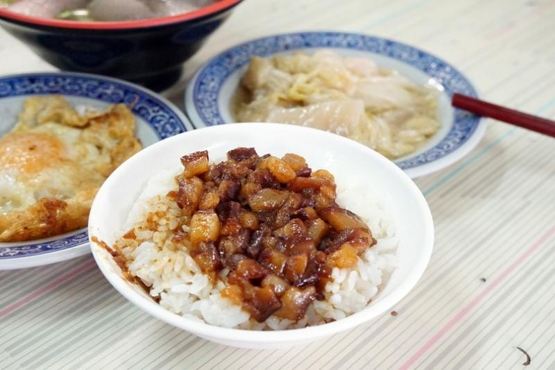 [花蓮吉安早餐]台南阿忠虱目魚-油脂豐厚肉燥飯配新鮮乾煎魚腸 再來碗鮢過魚湯 真的是太美妙了啦 @跳躍的宅男