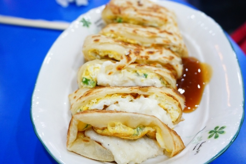 [台北捷運板橋站]2個蛋早餐-如蔥抓餅之乾酥餅皮配上綿密濕潤薯泥 真是絕配! @跳躍的宅男