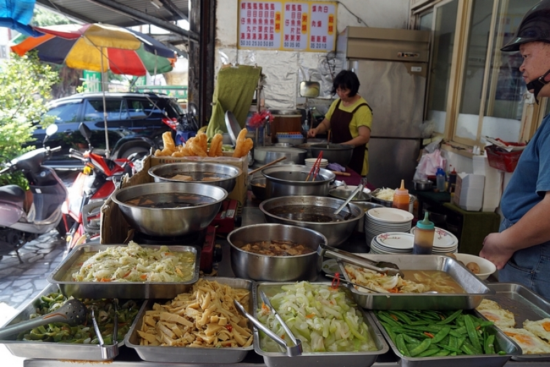 [花蓮市]台南虱目魚-好久沒吃滷汁油條了還有現炒小菜 味道真是古早味啊 @跳躍的宅男
