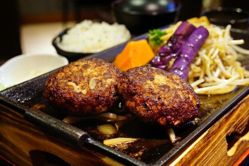 [花蓮]旭屋和風洋食-炙熱鐵板日式漢堡排!而且它們餐點選擇可真多啊 @跳躍的宅男