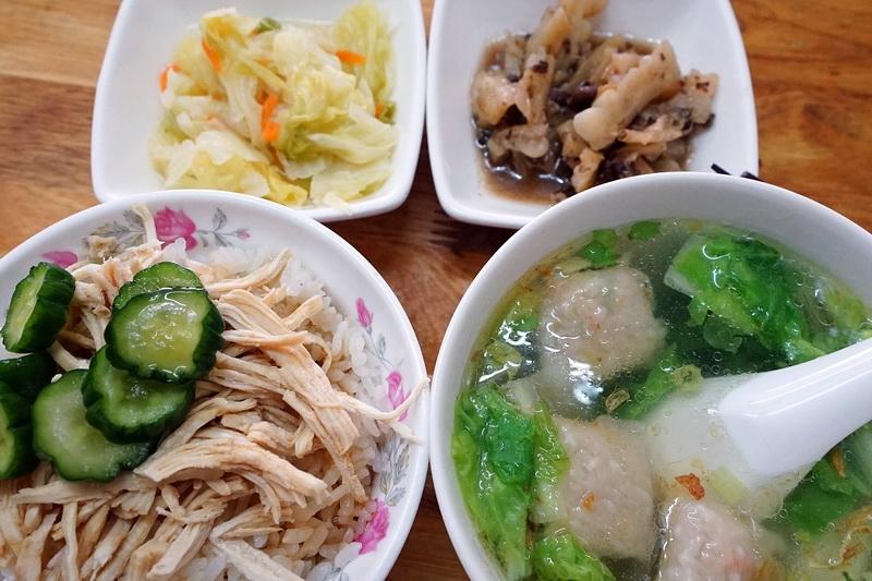 [花蓮市]趙家小吃-清粥小菜早午餐 我喜歡他們的雞肉飯,再來一碗燕丸湯 吃完好舒服唷! @跳躍的宅男