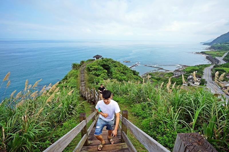 今日熱門文章:[花蓮豐濱景點] 大石鼻山步道15分鐘就到山頂 俯看海天一色美景 IG熱門打卡點 旁邊就是磯崎海水浴場 台11線必去景點