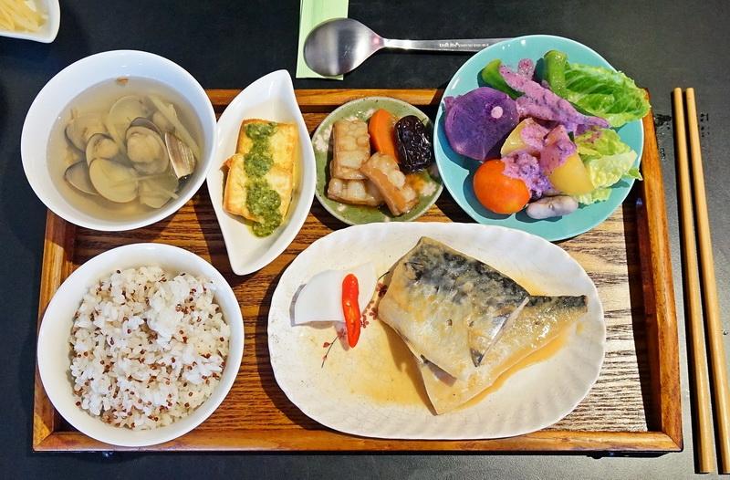 今日熱門文章:[花蓮鳳林美食]青輕慢食-味噌鯖魚好好吃,份量足味道好,吃得我不禁嘴角上揚啊,值得再來的店