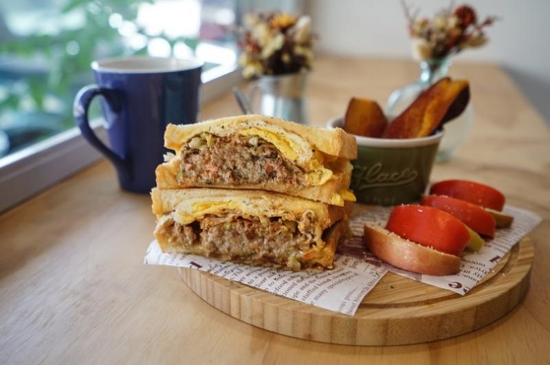 (已歇業)[花蓮美食]三家三明治早午餐-泡菜燒肉及手打豬肉排好吃 而且早上8點就有開始賣摟~ @跳躍的宅男