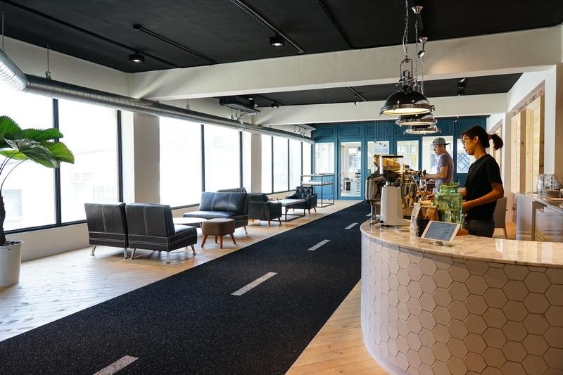 [花蓮咖啡廳]Stairs Workshop-咖啡店裡居然有條馬路?! 空間放鬆又舒適 還有肉桂卷 花蓮ig熱門打卡咖啡廳 @跳躍的宅男