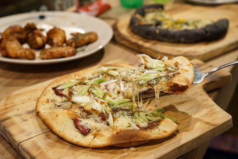[花蓮美食]大窯大擺義大利手工窯烤披薩-芝心厚片披薩我喜歡 口感好味道足 還有甜點披薩唷 @跳躍的宅男