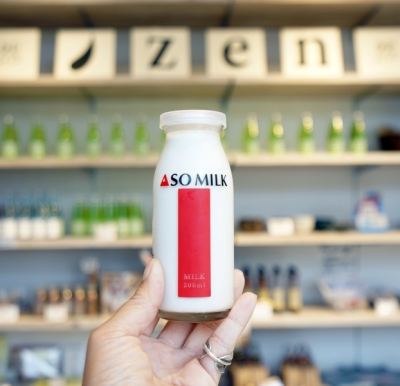 [阿蘇美食]ASO MILK 阿蘇牛乳是我喝過最濃郁的牛奶  阿蘇車站限定美食 阿蘇牛奶起士布丁 牛奶霜淇淋更是好吃啊!阿部牧場ホームページ @跳躍的宅男