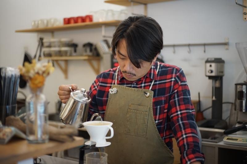 [信義區咖啡廳推薦]福來得咖啡Fred's Cafe- 手沖咖啡 沒吃甜點很遺憾 不限時有插座咖啡廳 101附近咖啡廳 @跳躍的宅男