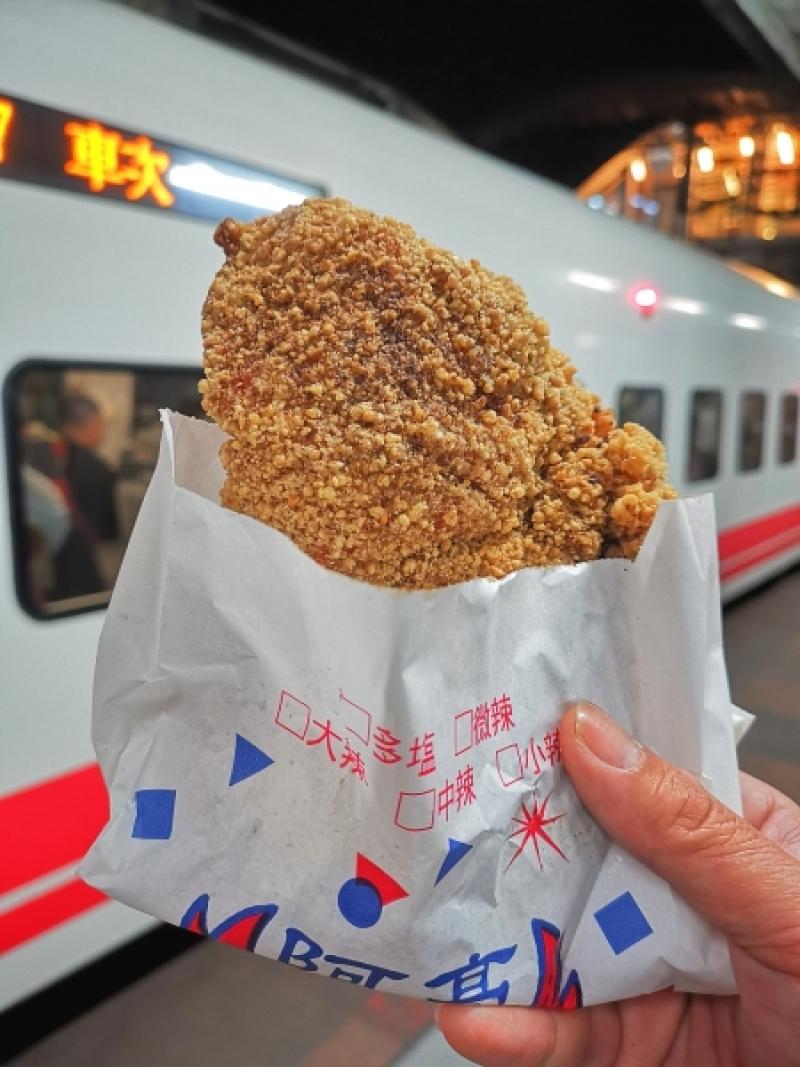[花蓮宵夜]-後站阿亮雞排 這間雞排乾酥完全不油超喜歡 三角骨也很厲害 花蓮後火車站美食 花蓮雞排鹹酥雞 @跳躍的宅男