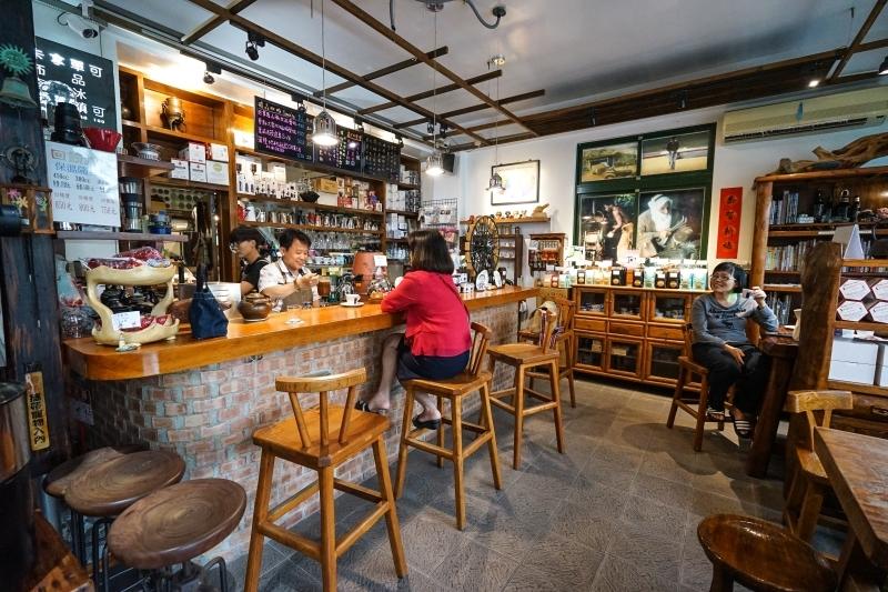 [花蓮吉安咖啡廳]伯揚咖啡-氣氛舒服沉穩 自家烘焙咖啡豆 提供虹吸式咖啡 @跳躍的宅男