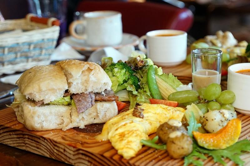 [花蓮早午餐]1+2訪Fukuro ふくろう 咖啡屋-早午餐是我喜歡的類型啊 好有朝氣的感覺^^還有咖哩飯和甜點唷 @跳躍的宅男